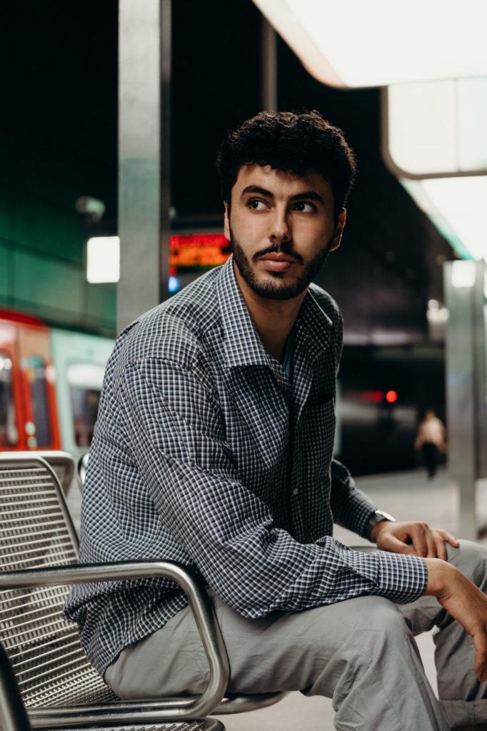 sistart hamburg hafencity mann porträt portrait schauspieler sedcard fotograf fotografin halbprofil
