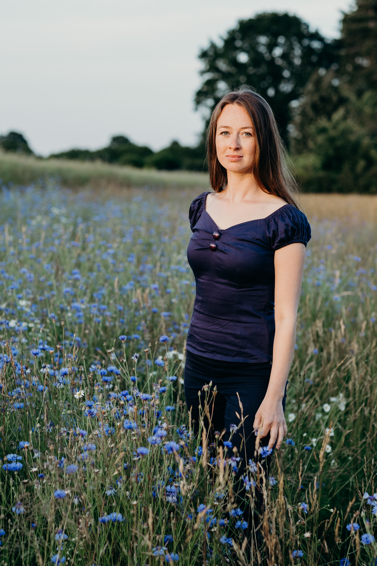 sistart-portrait-sommer-kornblumen-fotografin-fotograf-hamburg-ahrensburg-ammersbek-porträt